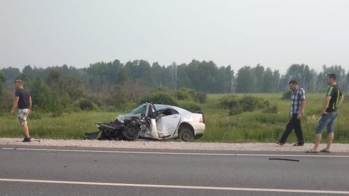Два человека погибли в лобовом ДТП с грузовиком на трассе под Новосибирском