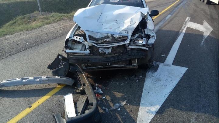 Ростовская автомобилистка протаранила у Дубовки поворачивающий грузовик: двое пострадавших