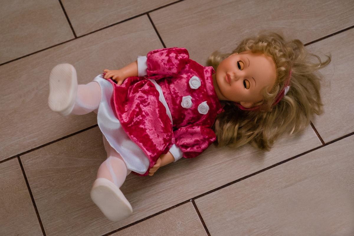 Обычно такими куклами играют девочки, но иногда интерес к ним проявляют и мальчики