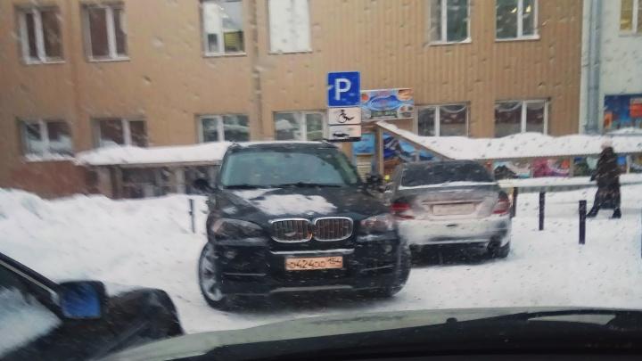 «Я паркуюсь как чудак»: BMW ООО — разогнать отсюда всех инвалидов