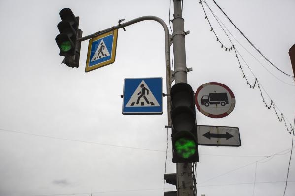 Светофоры погаснут на съезде с Коммунального моста рядом с театром «Старый дом»