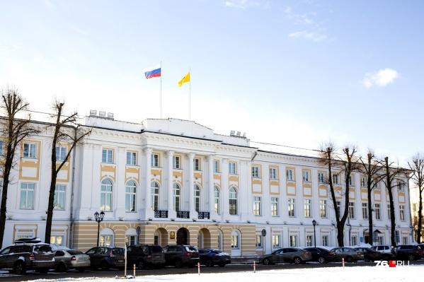 Уже с 1 января ярославские чиновники и депутаты будут получать больше