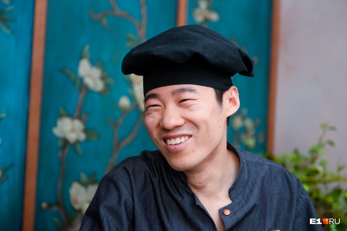 Чжоу — очень улыбчивый повар