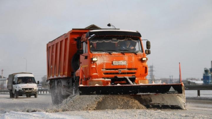 На приграничном участке трассы Челябинск — Троицк ограничили движение из-за непогоды