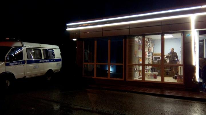 Грабителя нашли в кустах: в Ярославле устроили дерзкий налёт на магазин техники