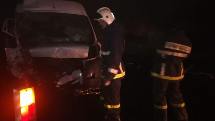 «Кругом осколки и кровь»: под Самарой автобус выехал на встречку и протаранил два авто