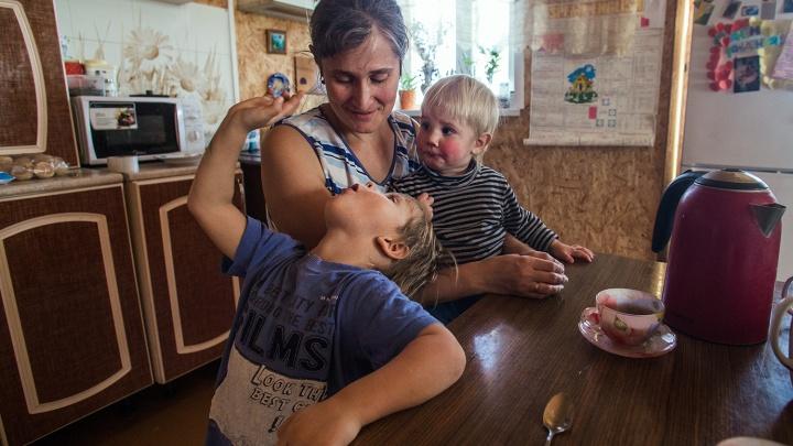 «Сказка» на выселках: как живут посёлки для многодетных семей