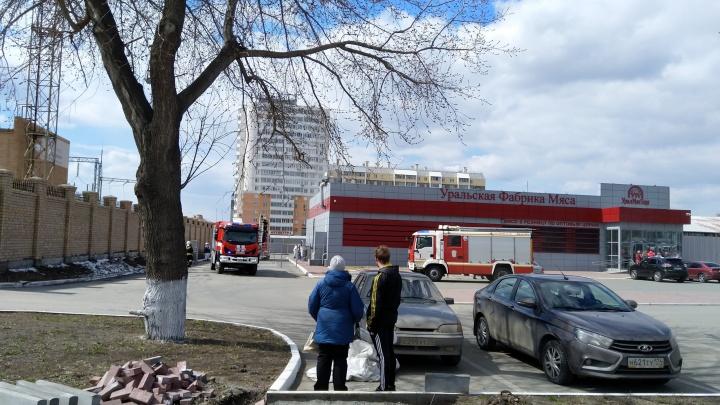 Мясо подгорело? В Челябинске эвакуировали посетителей и сотрудников торгового комплекса
