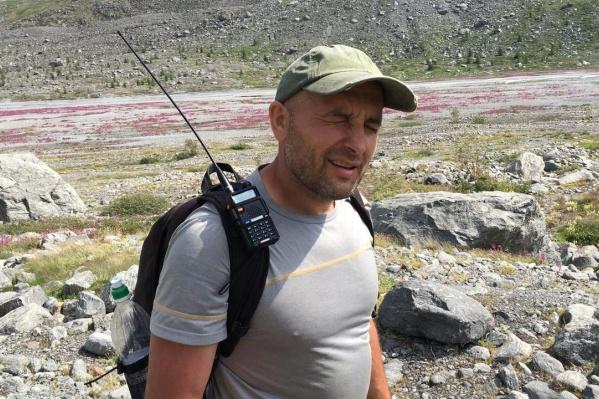 Пострадавший Дмитрий Анисимов работает частным перевозчиком. В Новосибирск из Кемерово он приехал на своём микроавтобусе