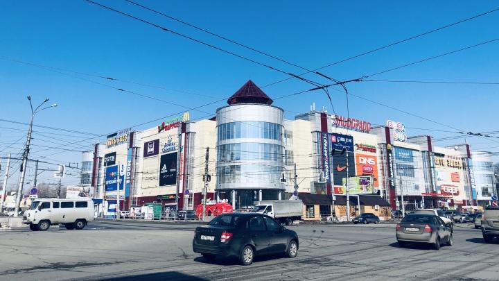 Видеоэкран возле ТРК «Вива Лэнд» оставят