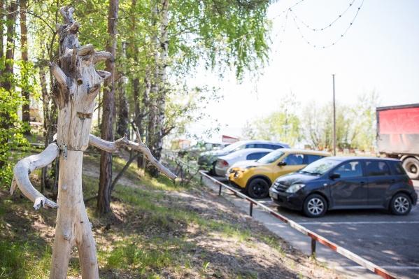 Парковаться нельзя будет на участке протяжённостью 800 метров — теперь придётся пользоваться только платной парковкой пляжа