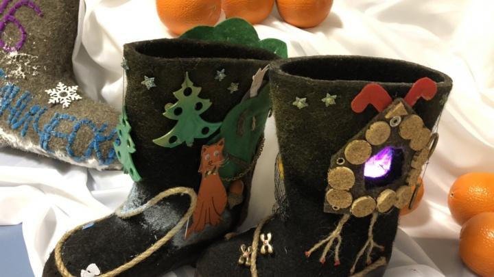 В детсаду создали коллекцию дизайнерских валенок к Новому году