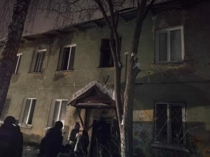 На пожаре спасли 8 человек