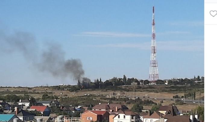 В Волгограде загорелось здание на Мамаевом кургане