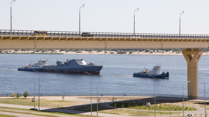 Уникальный антипиратский корабль прошёл мимо Волгограда