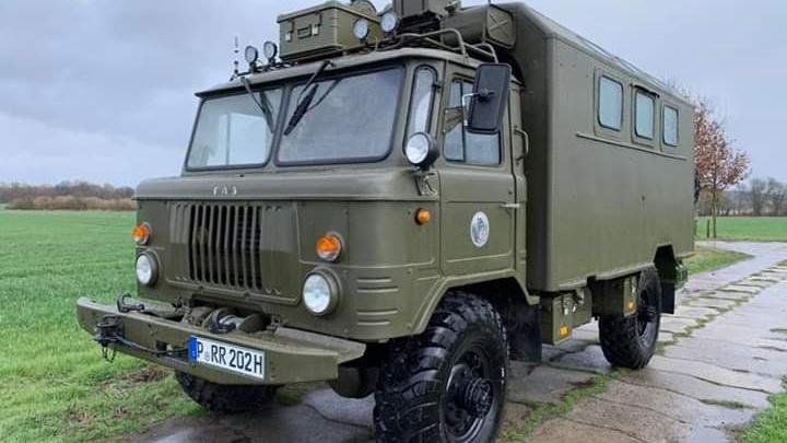 Двое немцев, которые путешествуют на советском автомобиле, застряли в Пышме