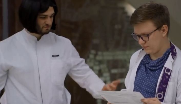 Студенты-медики сняли пародию на клип «Цвет настроения — синий» про госы в медуниверситете