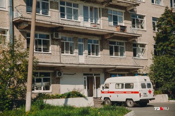 Приемное отделение больницы на Беляева, 1. Именно сюда медики скорой привезли тюменку с отеком Квинке