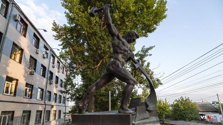 «Перекуём мечи на орала»: копию скульптуры Евгения Вучетича установят у Мамаева кургана
