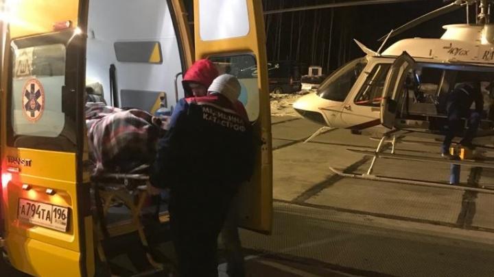 В Екатеринбург на вертолете доставили 10-летнюю девочку, на которую упало стекло