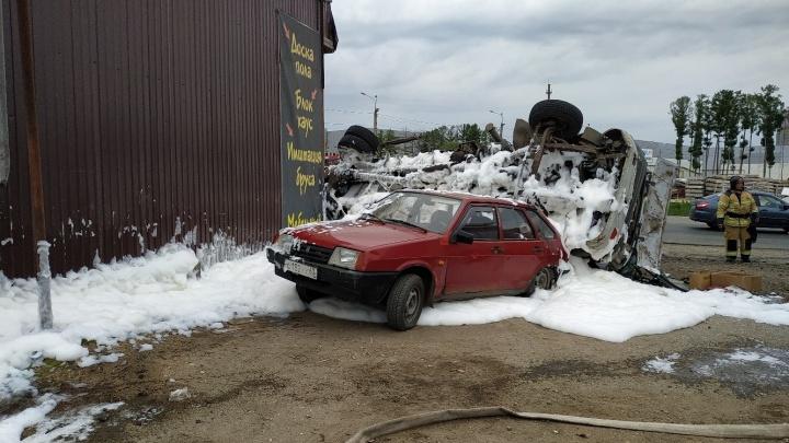 «Взлетел, как сокол»: в Самаре ищут свидетелей ДТП с перевернувшейся «воровайкой» и Lada XRAY