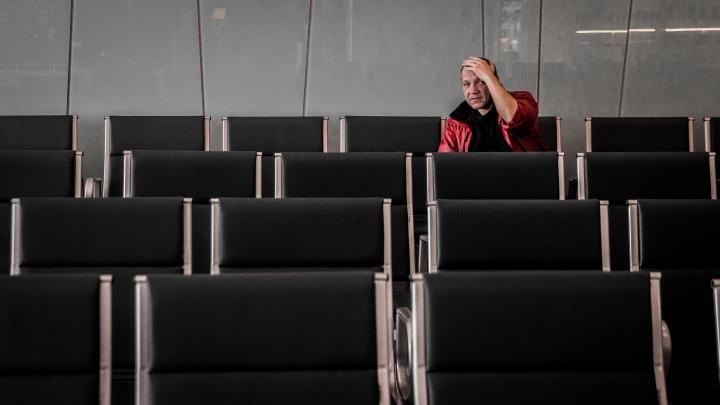 В аэропорту Толмачёво полгода живёт томич. Он ждёт самолёт из Евросоюза