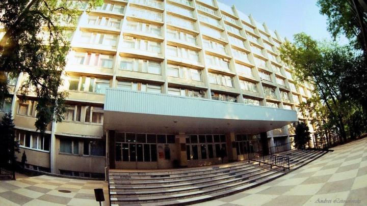Преподавателя ростовского медуниверситета поймали на взятке