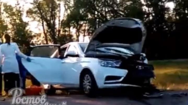 В Ростовской области на трассе столкнулись две «Лады». Три человека в больнице
