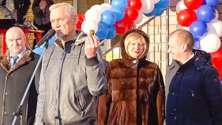 «Единая Россия» не накажет Вадима Булавинова за вазелин, подаренный подрядчику школы