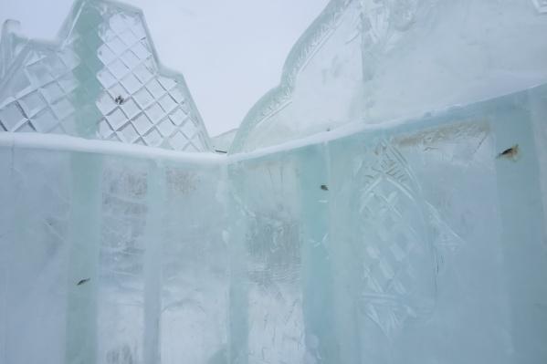В этом году лед для строительства городка нарезали из водоема, расположенного рядом с озером Андреевским
