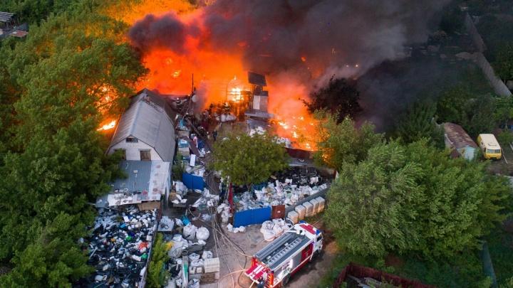 Сгорели «Зарядье» и «Новая Голландия» Волгограда: экобизнесмен разбирает пепелище у Мамаева кургана