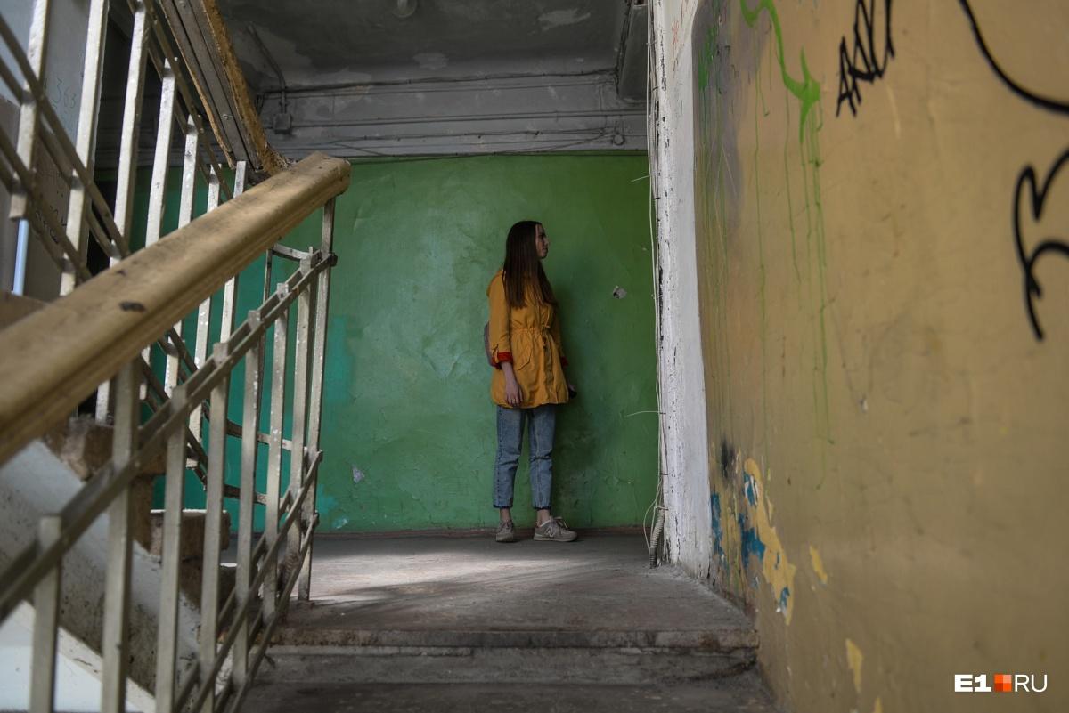 Но в целом коридор здесь такой же, как в предыдущем корпусе