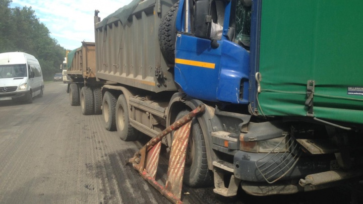 На трассе в Башкирии столкнулись Scania и КАМАЗ