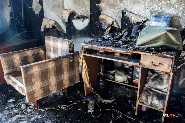 Выбраться из горящей квартиры женщина не могла
