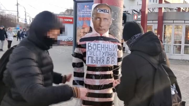 «Нас обвинили в том, что эта кукла оскорбляет не Путина, а тех, кто проголосовал за него»