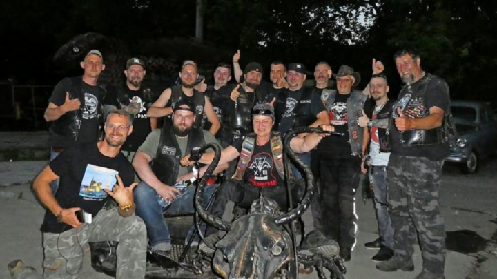 Утопили мотоцикл и спали в палатках: немецкие байкеры влюбились в Россию, доехав до Екатеринбурга
