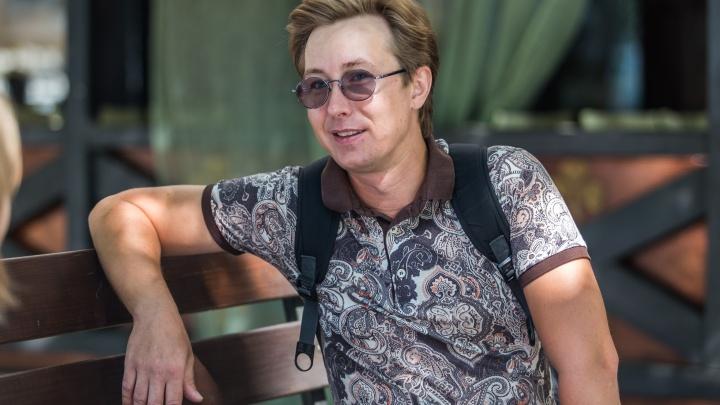 «Все боятся умирать»: актёр победил рак и дал концерт в больнице, где его спасли