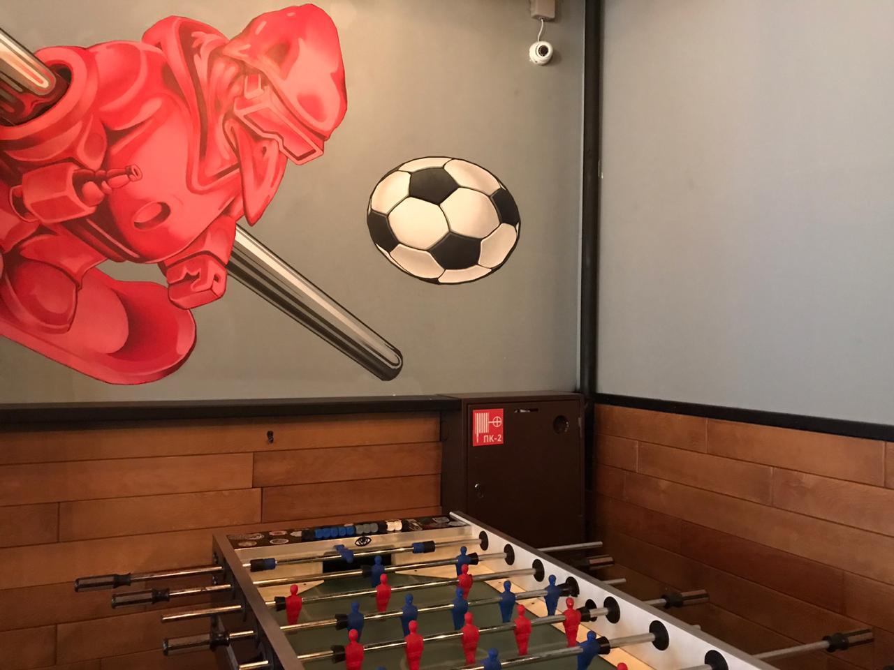 В баре можно поиграть в кикер