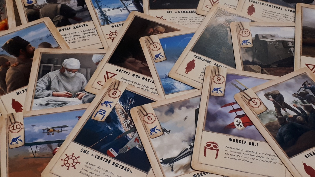 Для Ники и Елены это первая карточная игра. До этого они придумывали деревянные