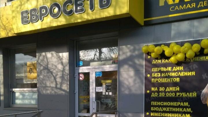Троих подростков осудили за налёт на салон сотовой связи в Ленинском районе Челябинска