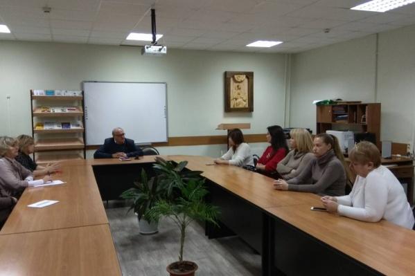 В совещании приняли участие учителя, родители и чиновники