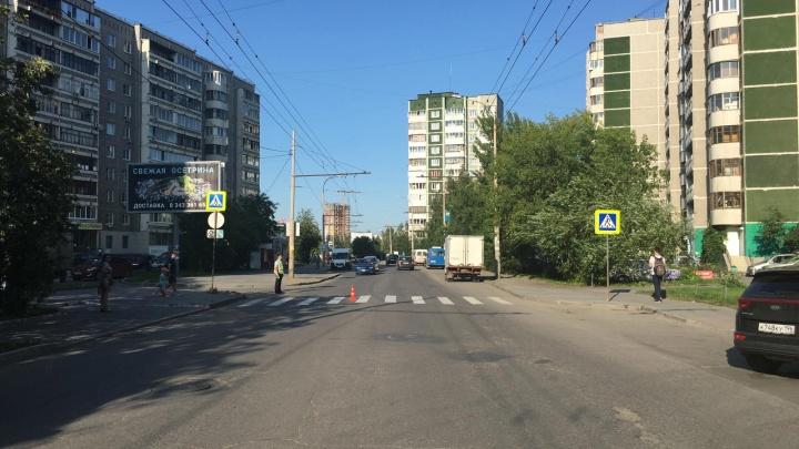 В Екатеринбурге разыскивают водителя, который сбил ребенка на зебре и скрылся