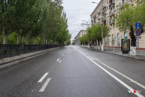 На майских праздниках ведущую магистраль Волгограда превратили в «дорогу идиотизма»
