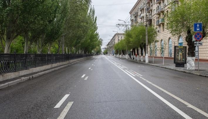 «Дальше будет только хуже»: в центре Волгограда плохая краска обнажает «дорогу идиотизма»