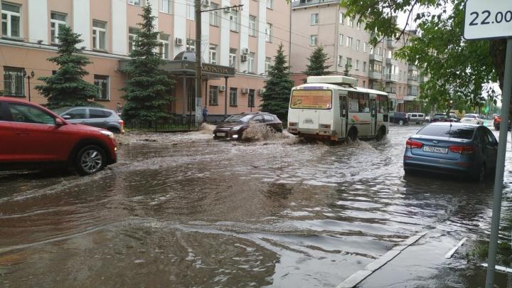 Курган поплыл после сильного дождя. Дороги и дворы в воде