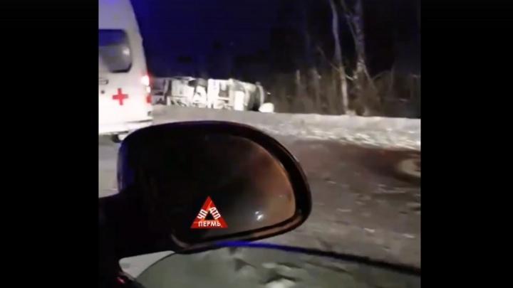 В Прикамье пассажирский автобус столкнулся с трактором и улетел в кювет