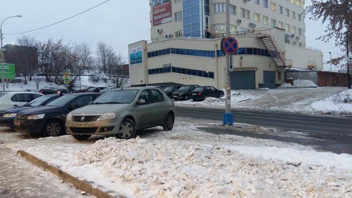 По многочисленным просьбам граждан мэрия запретит парковку на пяти улицах Екатеринбурга