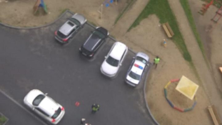 Во дворе дома в районе Автовокзала Infiniti сбила ребёнка, мальчик в больнице