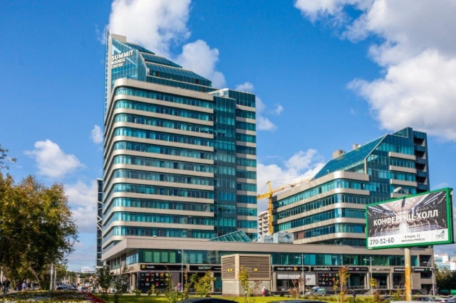 Одна башня бизнес-центра 22 этажа, вторая 11 этажей (на продажу выставили ту, что поменьше)
