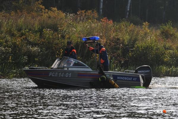 Водолазы несколько часов искали пропавшего подростка